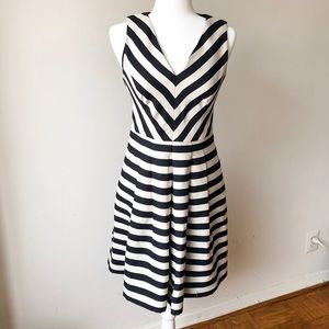 Banana Republic Black & White Striped Dress Sz 2